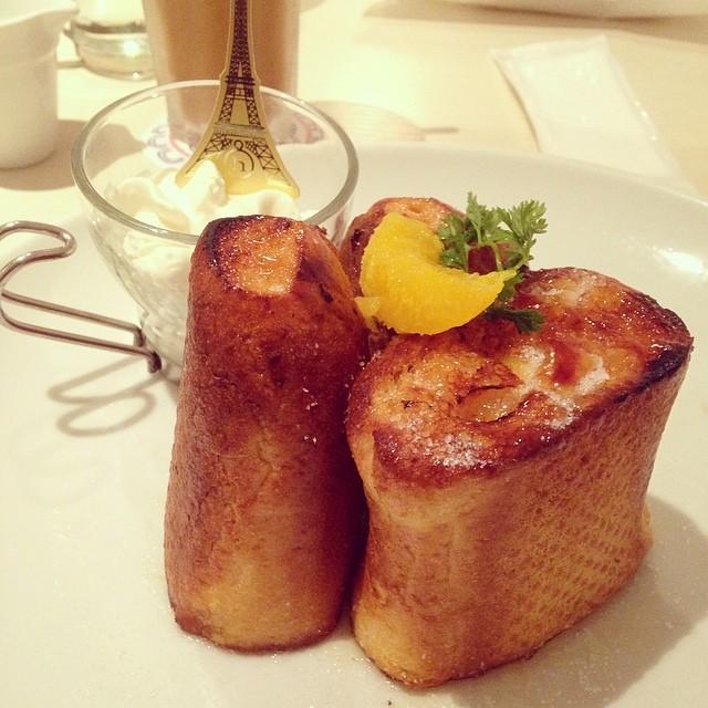 発酵バターのキャラメリゼフレンチバゲット~純生クリーム添え~