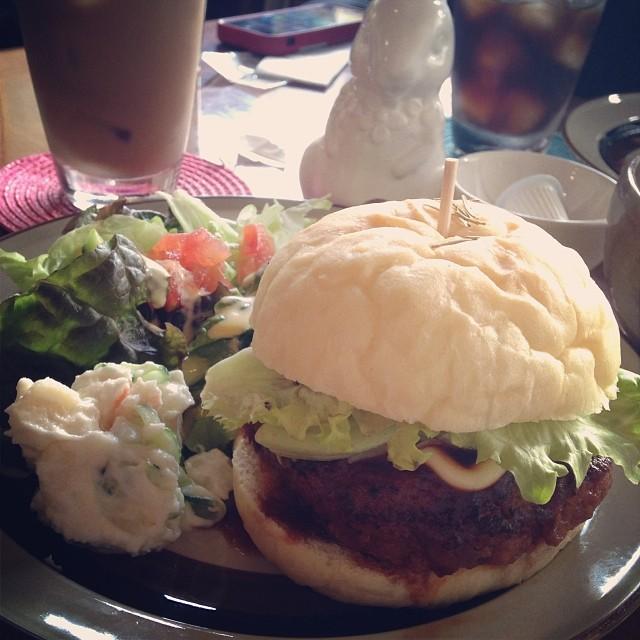 フォカッチャバーガー【Cafeパラボラ】